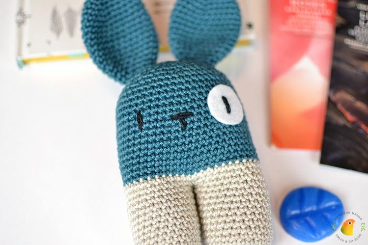 Afbeelding Echte Post Is Cool #3 gegeven handgemaakte babyrammelaar