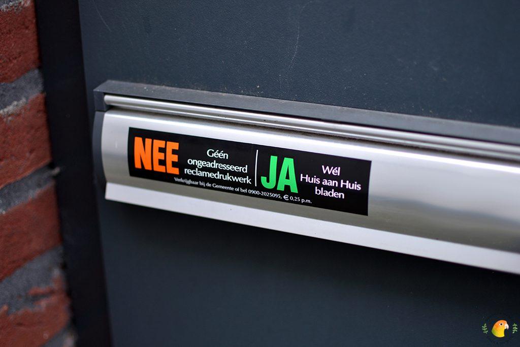 Afbeelding Nee / Ja brievenbus sticker op brievenbus