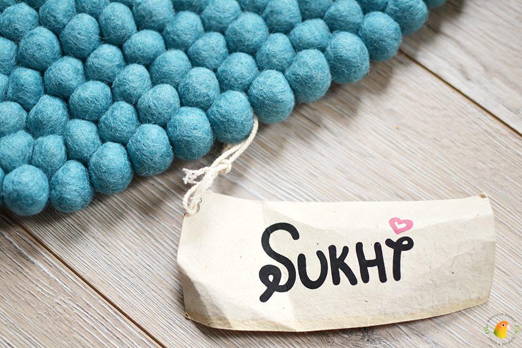 Afbeelding bolletjeskleed van Sukhi: label